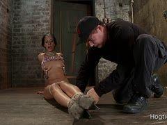 Frau gefesselt gefoltert